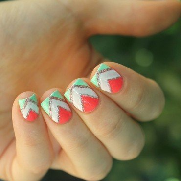 Geometric & summery nails nail art by Cocosnailss