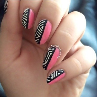 Cute zigzag mani 💅 nail art by Kristen