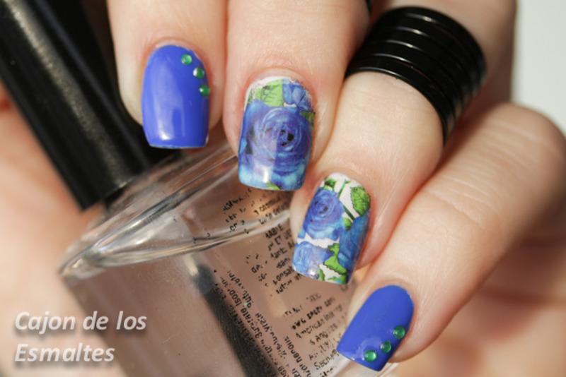 Blue roses - Water decals nail art by Cajon de los esmaltes