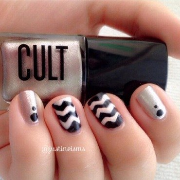 Chevron and Metallic nail art by ℐustine