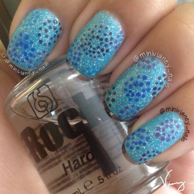 Circle dots nail art by minivianey