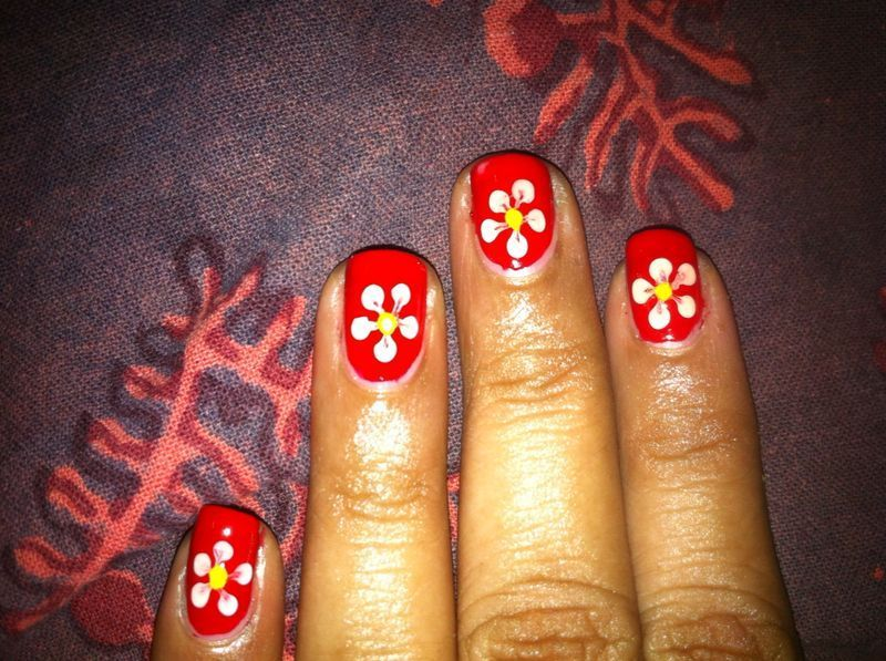 Flower nail art by Nailfame