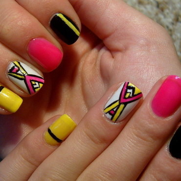 Aztec ;) nail art by Lakierowniczka