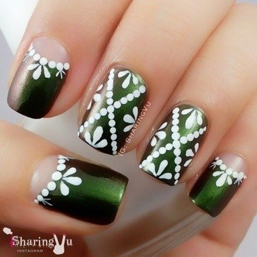 💚 Green On The Runway 💚 nail art by SharingVu