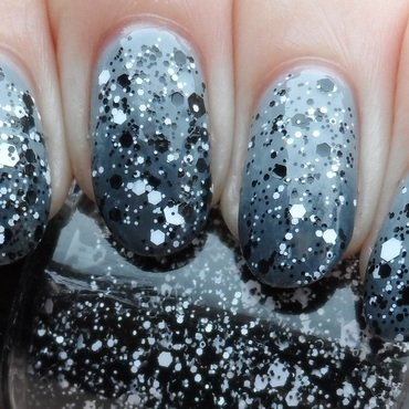 Grey Gradient nail art by Plenty of Colors