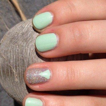 Minty Sparkles nail art by Kayla