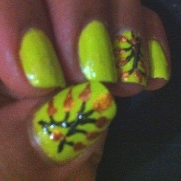 Tree Leaves nail art by Nailfame
