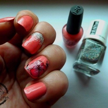 glitter & flowers nail art by Cris'