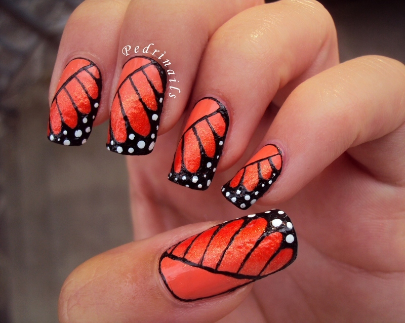 Monarch butterfly's wings nail art by Pedrinails
