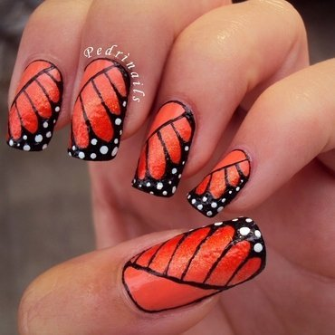 Monarch butterfly's wings nail art by Pedrinails