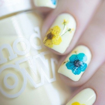 Flowers 2.0 macro nail art by Treviginti