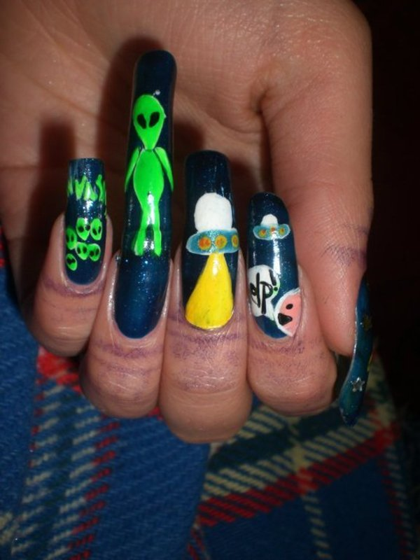 Alien's invasion nail art nail art by Giulia Cecchini