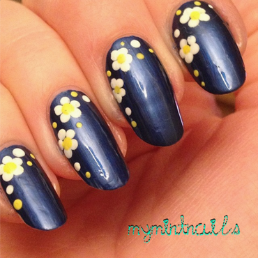 Daisy dots nail art by MyMintNails