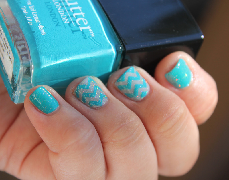 Teal Zigzags nail art by moon doggo