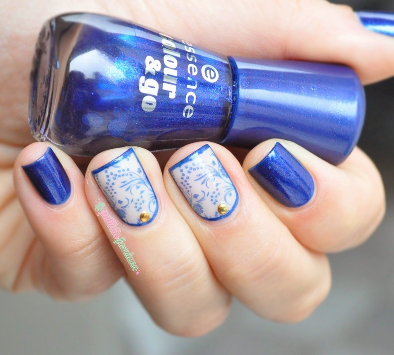 Blue lace nail art by nathalie lapaillettefrondeuse