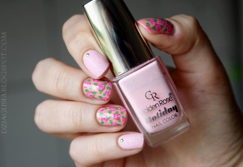 Sweet roses. nail art by Magda