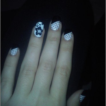 BLACK & WHITE ~ FLOWER & NET nail art by JovannaNails