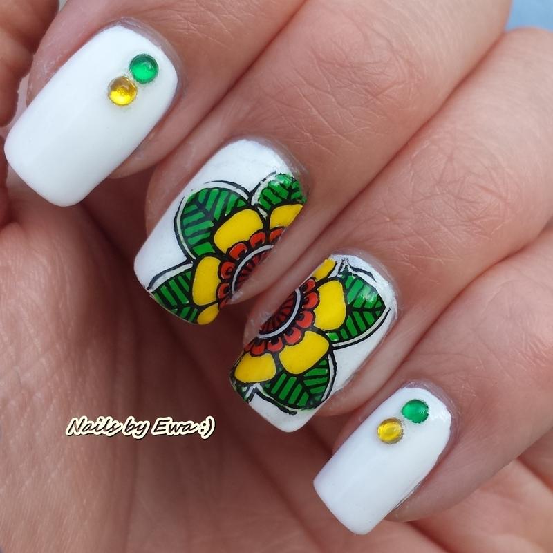 Tropical flower nail art by Ewa