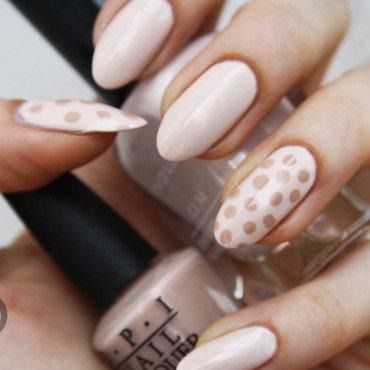 Nude dots nail art by Pat