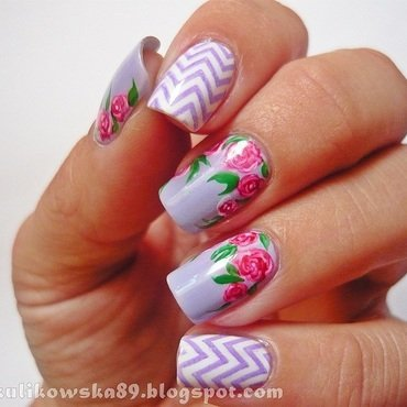 Roses with chevron :) nail art by Anita
