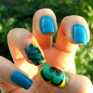 blue water marble nail art by Teo