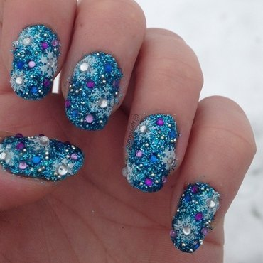 Sparkly Winter Wonderland nail art by Sparkly Nails by Spejldame