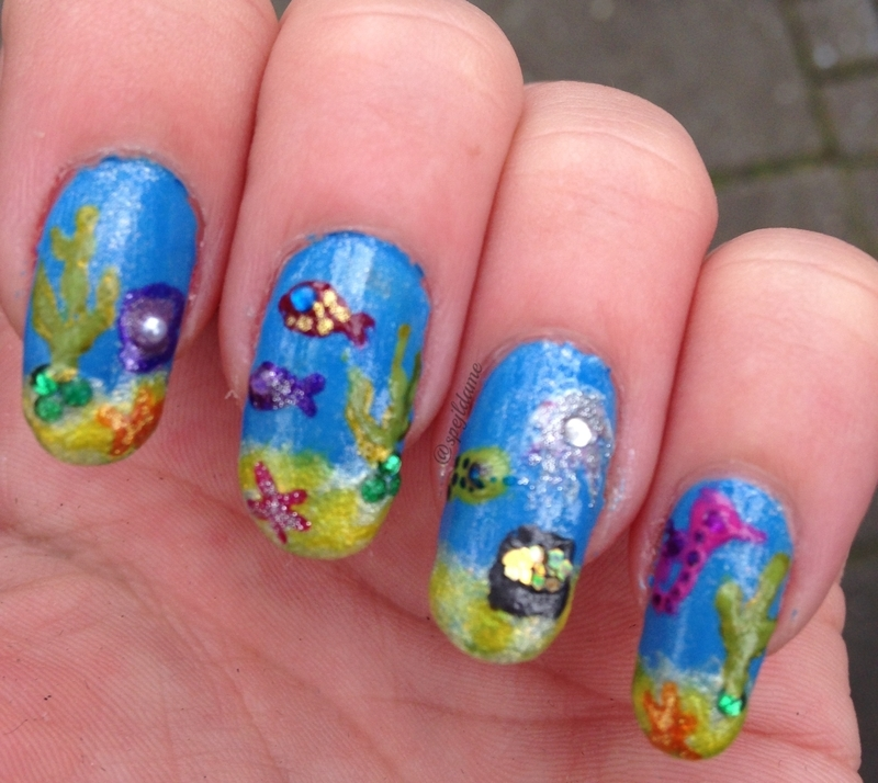 Sparkly Fishes! nail art by Sparkly Nails by Spejldame
