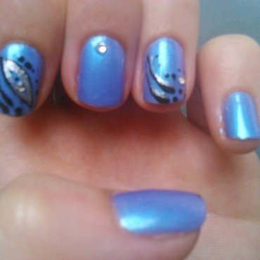 blue and black liner nail art by manon des ours