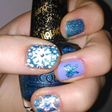 frozen nail art by manon des ours