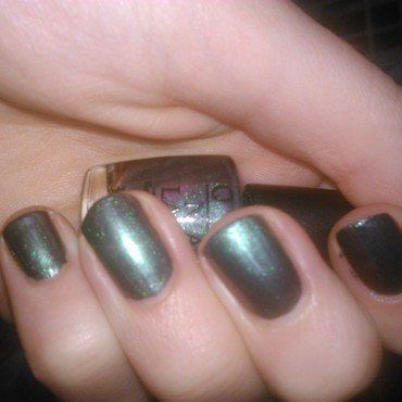 OPI Peace & Love & OPI   Swatch by manon des ours
