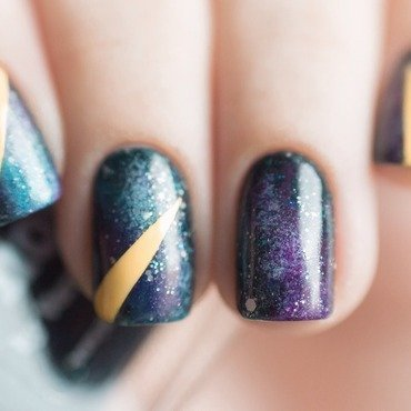Galaxy macro nail art by Treviginti