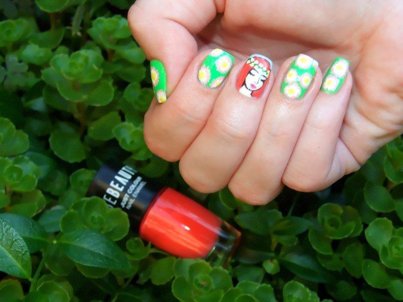 Daisies nail art by Paulina Domoradzka