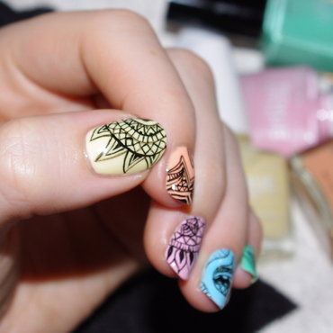 Drawing on my nails. nail art by Bulleuw
