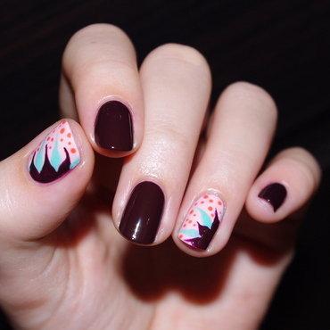 Flowers? nail art by Bulleuw