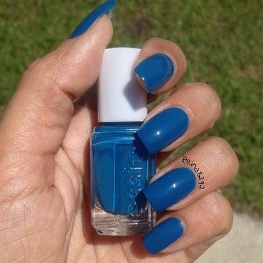 Essie Hide & Go Chic Swatch by Reina