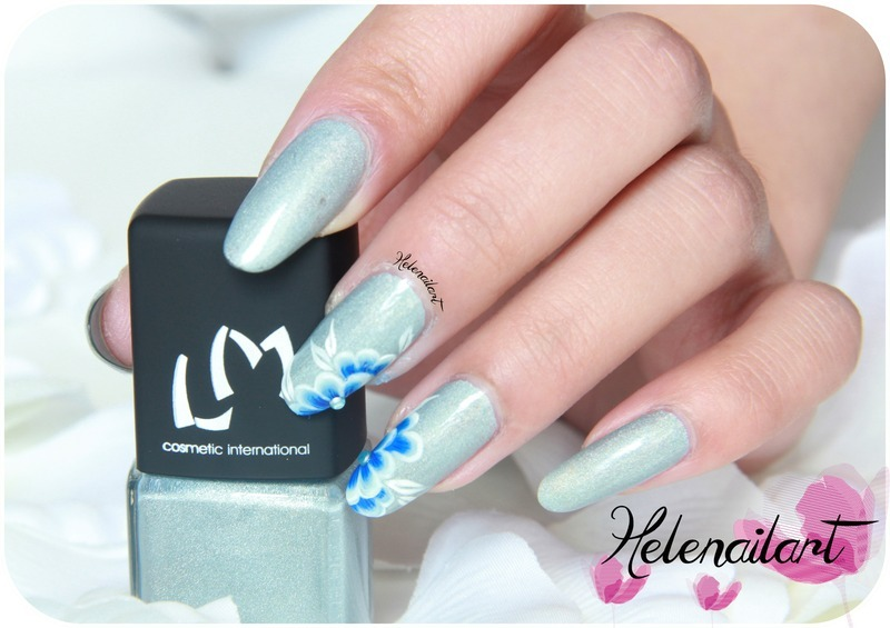 A Blue Flower nail art by LÊ Hélène