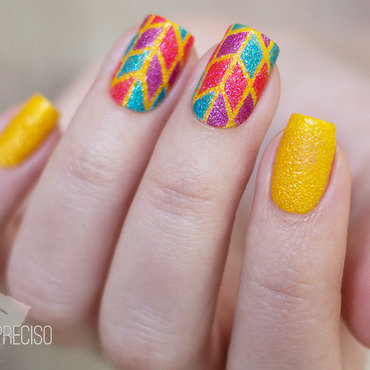 Geometric summer nail art by Gi Milanetto