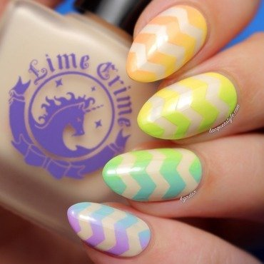 Rainbow Gradient Chevron Nails nail art by Kristin (Lacquerstyle)