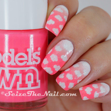 Clouds in a pink sky nail art by Bella Seizethenail
