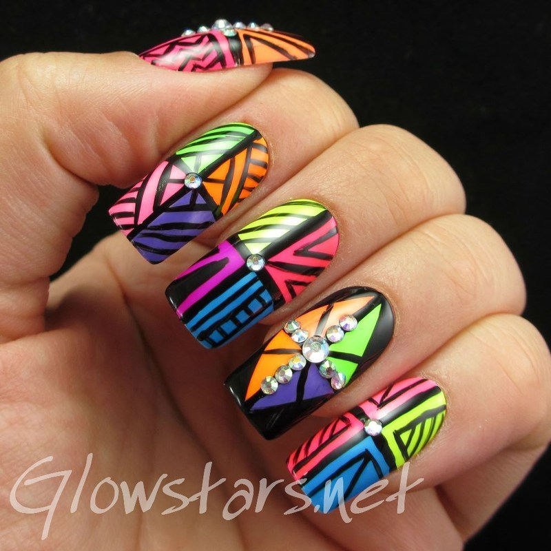 Earthquake, body shake nail art by Vic 'Glowstars' Pires