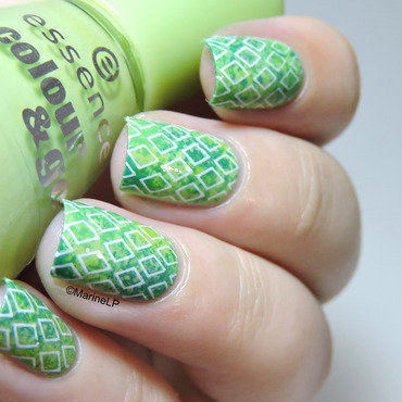 Geometric nail art by Marine Loves Polish