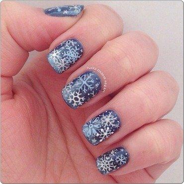 Snowflake nails nail art by Funky fingers nail art
