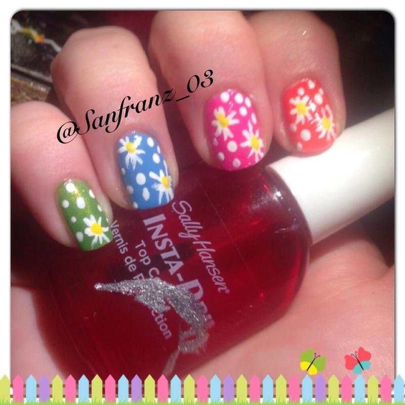 Daisy mani! nail art by Sandy