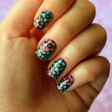 Holo Daisies nail art by 9th Princess
