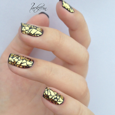 Shattered nail art by lackfein