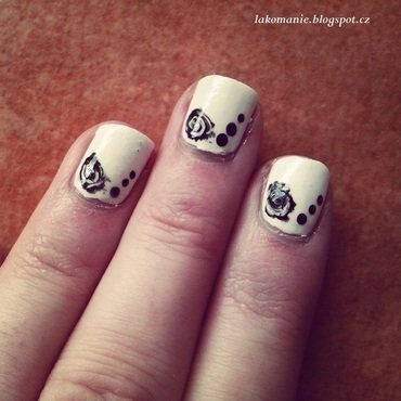 Black roses nail art by Lakomanie