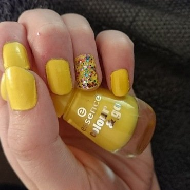 Yellow Glitter nail art by Kelly Greenwood