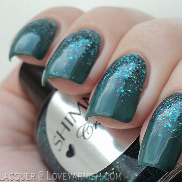 Green glitter gradient nail art by Loqi
