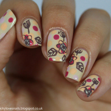 Retro Floral Nail Art nail art by Vicky Standage