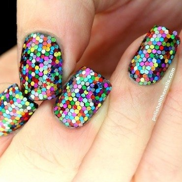 Nearly 1,000 piece strong glitter placement! nail art by Laura